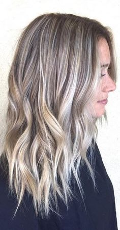 Trendy Hair Color Ideas 2018 : blonde highlights and lowlights Trendy Hair Color Ideas blonde Highlights und Lowlights Hair Color 2017, Cool Hair Color, Balayage Hair Blonde, Brown Blonde Hair, Blonde Brunette, Color Rubio, Low Lights Hair, Hair Highlights, Color Highlights