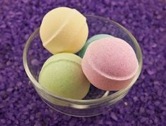How to make easy DIY bath bombs at home? We have brought these 101 easy DIY Bath Bombs Recipe Tutorials that are all different, unique and amazing and will really turn taking bath into a big fun! Bath Fizzies, Bath Salts, Tabletop, Fizzy Bath Bombs, Bombe Recipe, Bath Bomb Recipes, Diy Spa, Homemade Beauty Products, Belleza Natural