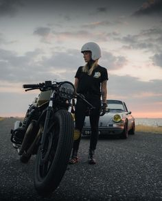 A Norwegian with a weakness for Porsche Honda Motorcycles, Vintage Motorcycles, Cars And Motorcycles, Cool Vintage, Vintage Biker, Lady Biker, Biker Girl, Porsche 911, Volkswagen