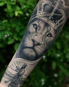 плечевая татуировка со знаком льва