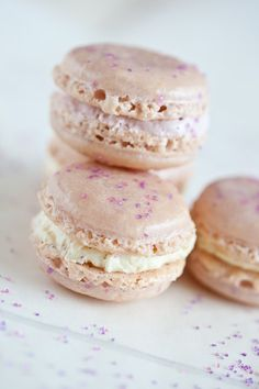 lavender macaroons. had some in New York a little while back and now I'm obsessed. must try to make these!