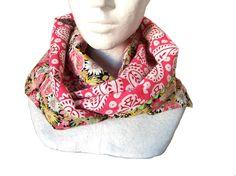 a5bdd561c654 snood de printemps en coton fleuri multicolore sur fond noir et tissu  indien rose et blanc