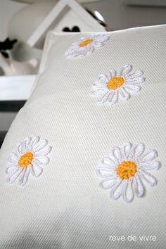 Pillow with crochet Margarete