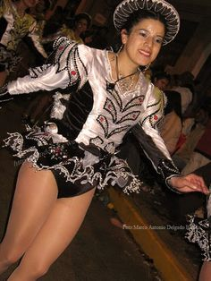 Carnival Girl, Carnival Outfits, Carnival Costumes, Dance Costumes, Nylons, Costumes Around The World, Carnival Festival, Hot Cheerleaders, Perfect Legs