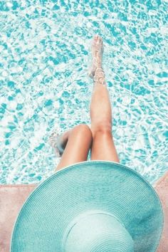 Find images and videos about summer and pool on We Heart It - the app to get lost in what you love. Summer Brown, Pink Summer, Summer Colors, Summer Themes, Summer Pool, Summer Days, Shades Of Turquoise, Teal, World Of Color