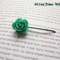 Petite barrette à cheveux ornée d'une rose verte