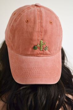 Little cactus hand-embroidered hat - diy kleidung - Hut Hat Embroidery, Hand Embroidery Patterns, Embroidery Designs, Cactus Embroidery, Embroidery Fashion, Embroidery Stitches, Embroidered Cactus, Embroidered Clothes, Abaya Mode