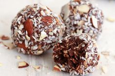 These Chocolate Coconut Almond Balls are made with 100% clean and wholesome ingredients, like fiber-filled dates and nutrient-rich almonds.