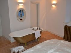 Whitby cottage rental - Roll Top Bath