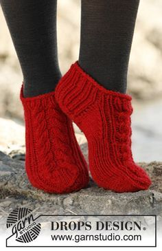 """Knitted DROPS short socks with cable in """"Alaska"""". ~ DROPS Design, free pattern (note to self - saved on file) Mom might like these."""