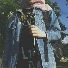 36 Ideas Style Korean Girl Hijab For 2019 Stylish Hijab, Modest Fashion Hijab, Muslim Fashion, Korean Fashion, Girl Photo Poses, Girl Photography Poses, Girl Photos, Hijab Style, Hijab Chic