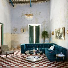 Go Vintage - 15 Surprising Decorating Ideas From Anthropologie's New Catalog - Photos