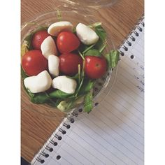 Lunch in the school ♻️ #eatclean #eathealthy #clean #cleaneating #mozzarella #tomato #ruccola #raw #vegetarian #healthy #university #uni #lunch #fitt #Padgram