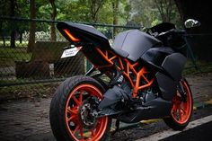 KTM RC 390 Charcoal Grey Edition by WrapCraft: KTM is undoubtedly the new hope for performance lovers of India. Diy Seat Covers, Ktm Rc 200, Ktm Motorcycles, Bike Pic, Bike Photo, Ktm Duke, Duke Bike, Classy Cars, Truck Wheels