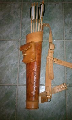 archery quiver w/ adjustable strap & pouch pocket attached. I love the elegant and casual mix. Archery Quiver, Archery Bows, Archery Girl, Traditional Bow, Traditional Archery, Leather Quiver, Leather Tooling, Holster, Archery Equipment