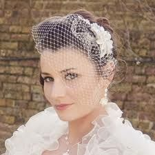 I love the way this birdcage veil falls