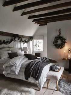 30 Ways to Get Creative With Christmas Garland This Year Elle Decor, Linen Bedding, Christmas Fun, Pillow Cases, Traditional, Garland Ideas, Holiday Decor, Interior, Creative