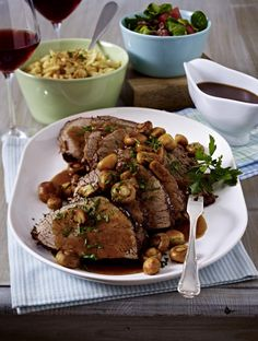 Burgunderbraten mit gerösteten Spätzle und Blattsalat Our popular recipe for burgundy roast with roasted spaetzle and lettuce and more than other free recipes at LECKER. Clean Eating Soup, Clean Eating Recipes, Cooking Recipes, Cooking Tips, Lettuce Recipes, Healthy Juice Recipes, Quick Recipes, Eating Organic, Roast Recipes