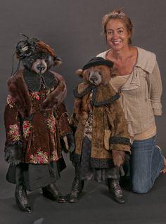 lori simon bears - Google Search Teddy Bear Clothes, Teddy Toys, Teddy Bear Hug, Bear Toy, Teddy Bears For Sale, Teddy Bear Pictures, Charlie Bears, Fabric Animals, Cat Doll