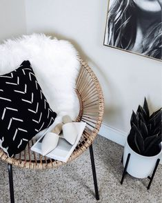 Cozy office corner liketkit liketoknowit liketoknowithome ltkhome officeinspo UO Guide: Cozy Bedrooms – Urban Outfitters…How to create a cozy and lovely interior in your…SEE ALL Room Inspiration, Interior Inspiration, Living Room Scandinavian, Living Room Decor, Bedroom Decor, Bedroom Inspo, Cozy Office, Home Design Decor, Home Decor