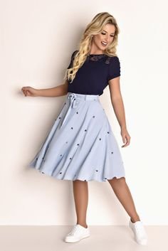 Fascinius evangelische Mode - Fasciniu's Moda Evangélica Fascinius evangelische Mode Dressy Outfits, Modest Outfits, Modest Fashion, Casual Dresses, Fashion Dresses, Cute Outfits, Midi Skirt Outfit, Skirt Outfits, Dress Skirt
