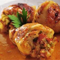 Faszerowane udka to świetny Pomysł na... Soczystego kurczaka z papryką i ziołami. Wymaga nieco wprawy przy wyjmowaniu kości oraz nadziewaniu pałek z kurczaka, ale farsz z szynki, czerwonej papryki… Best Appetizer Recipes, Best Appetizers, Keto Recipes, Dinner Recipes, Cooking Recipes, Turkish Recipes, Ethnic Recipes, Food Handling, Happy Foods
