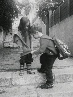 Io a scuola insegnerei educazione alla gentilezza, un'ora a settimana. Perché magari la maturità scolastica ci insegna a fare benissimo le equazioni, a scr