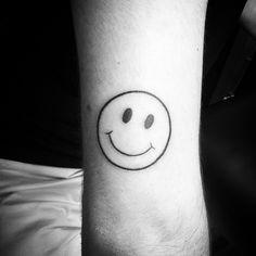 #tattoo #tatouage #dotwork #handmade #handpoke #smiley #acid #fonteljuice