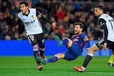 http://ift.tt/2Eah8A0 - www.banh88.info - Kèo Nhà Cái W88 - Nhận định bóng đá Valencia vs Barcelona 3h30 ngày 09/02: Thêm một nạn nhân  Nhận định bóng đá hôm nay soi kèo trận đấu Valencia vs Barcelona 3h30 ngày 09/02 cúp Nhà Vua Tây Ban Nha sânEstadio de Mestalla.  Barcelona vẫn đang tiến bước với tốc độ không thể cản nổi dù đó có là đấu trường La Liga hay Copa del Rey. Dẫu vậy họ vẫn còn nhiều việc phải làm nếu muốn giành được cú đúp tại mặt trận quốc nội. Nhiệm vụ sắp tới là bảo vệ lợi thế…