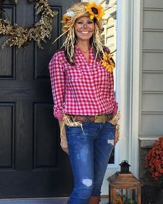 55 Practically Free Halloween Costumes Primed For a 2019 Halloween Party — White Claw and All! Pin for Later: 44 Practically Free Halloween Costumes to DIY Scarecrow. Toddler Scarecrow Costume, Halloween Costumes Scarecrow, Couples Halloween, Fete Halloween, Diy Halloween Costumes For Women, Last Minute Halloween Costumes, Halloween Costume Contest, Diy Costumes, Halloween Recipe