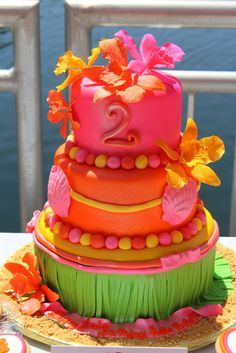 Beautiful luau cake #summer #luau #cake