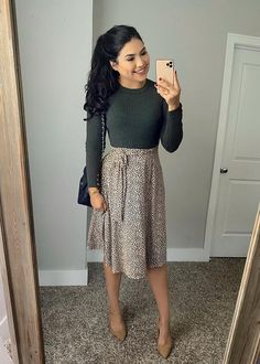 Modest Church Outfits, Skirt Outfits Modest, Summer Skirt Outfits, Cute Outfits With Skirts, Church Outfit Summer, Modest Dresses Casual, Church Clothes, Winter Skirt Outfit, Church Dresses