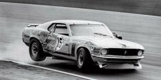 Old Moonshine-runnin habits die hard: Ford Mustang BOSS 302 Trans-Am number 15 driven by Parnelli Jones, after serious impact 1970 Ford Mustang, Mustang Cobra, Mustang Boss, Ford Mustangs, Road Race Car, Race Cars, Road Racing, Parnelli Jones, Alfa Romeo Gta