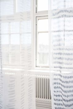 Borås Cotton design Strimma by Essy Winnerholt. It's available in 3 meters widht, the pattern is reversible.