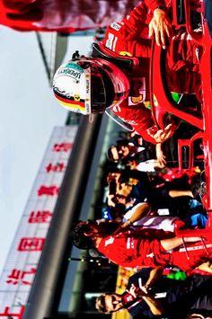 2018/4/16:Twitter: @sebvettelnews: Sebastian Vettel on the grid, before the start of the race yesterday in Shanghai. Full #ChineseGP Gallery: sebvettelnews.com/2018-chinese-g…