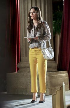 Rachel Bilson wearing Rag & Bone New Malin Pant in Lemon Yellow, McQ Alexander McQueen Amwell Mini Crossbody Bag and Alice +Olivia Dina Lizard Pumps.