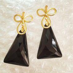 #gold #blackandwhite #branco #pretty #pretoebranco #brinco #earrings #brazilian #stone #quarto #dia #tarde #like4like #a #b #c #d #beauty #linda #você #paulaferreira #semijoias #revenda #minasgerais #saopaulo #stoneart
