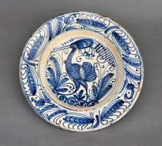 Plat, Tolède, fin 16e - début 17e s., Céramique à décor peint, D. 35 cm, Fondation La Fontana, FC.1994.03.111