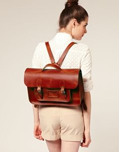 Shop Women's Cambridge Satchel Company Shoulder bags on Lyst. Track over 1446 Cambridge Satchel Company Shoulder bags for stock and sale updates. Cuir Vintage, Vintage Leather, Cambridge Satchel, Ideas Vintage, Satchel Backpack, Minimalist Bag, Free Clothes, Latest Fashion Clothes, Online Shopping Clothes