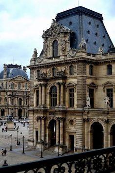 El palacio del Louvre, París, Francia