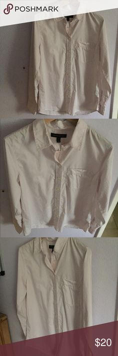 """NEW Banana republic button up shirt NWT PETITE SMALL. Off white button up. 28""""long 29"""" from shoulder to wrist Banana Republic Tops Button Down Shirts"""