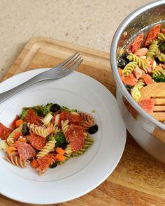 This pasta salad is a perfect easy side dish for your summer picnic or bbq! #lmldfood
