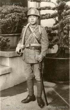 MODERN REPRINT WWII PHOTO: NAVAL LANDING FORCE SOLDIER, GAS MASK, WAR SWORD!!