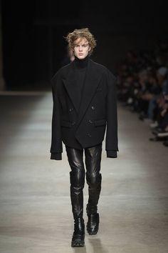Male Fashion Trends: Juun.J Fall/Winter 2016/17 - Pitti Immagine Uomo 89
