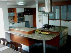 #PRADOSDELESTE En venta Hermosa casa, calle cerrada con vigilancia, Amplias habitaciones, terraza. TLF:9910022