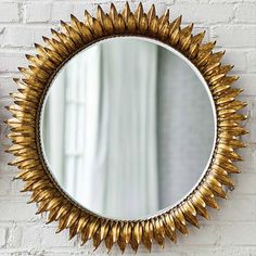 Round sun mirror in antique gold http://roomdecorideas.eu/