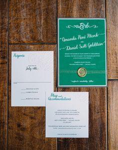 緑の近代的な結婚式の招待状