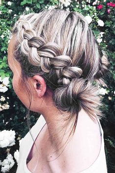 Are you looking for some braided hairstyles for short hair that are easy to do? We have picked the cutest and trendiest looks for you. Long Hair Braided Hairstyles, Hairdos For Short Hair, Braided Hairstyles For Black Women, Braids For Long Hair, Pretty Hairstyles, Short Summer Hairstyles, Summer Hairdos, Short Braids, Haircut Styles For Women