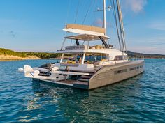 The Lagoon Seventy 7 is a luxurious 23m catamaran, designed by VPLV, Patrick Le Quément and Nauta Design (interior). The owner has a private beach club.