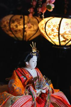 "The Japanese ""Hinamatsuri"" doll - March 3 is the ""Hinamatsuri"", the Girls' Festival in Japan. Many people display ""Hinamatsuri"" dolls called ""Hinaningyo"" to hope girl's growth. Hina Dolls, Kokeshi Dolls, Art Dolls, Japanese Colors, Japanese Prints, Hina Matsuri, Japanese Beauty, Japanese Doll, Heian Era"